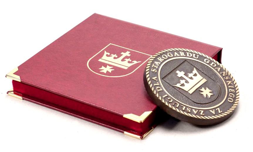 etui na medal z złoceniem